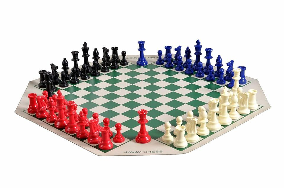 4-Person Chess Set, 4 x Plastic Chess Pieces, Board and Bag